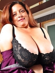 HBig breasted Latin mature lady getting wet and wild