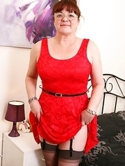 Horny British mature woman Diane loves to get wet and wild